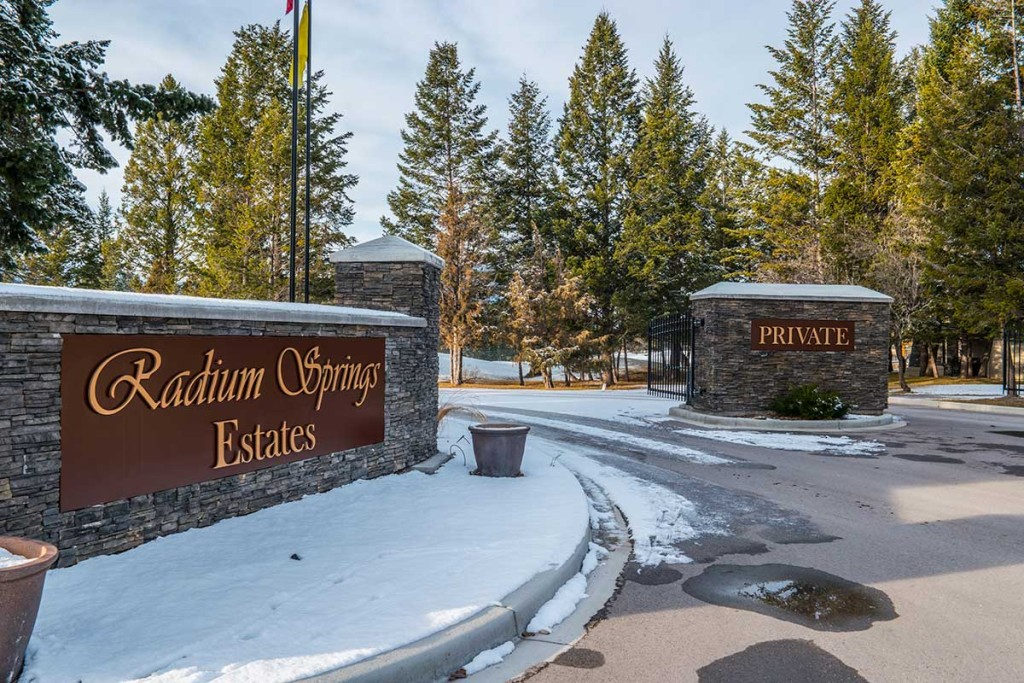 radium-springs-estates-entrance